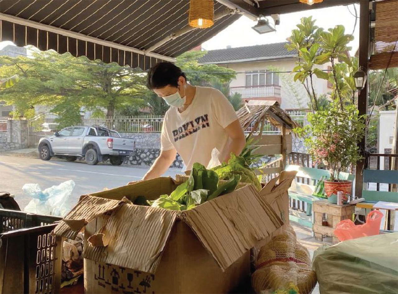 Restaurateurs branch into produce delivery